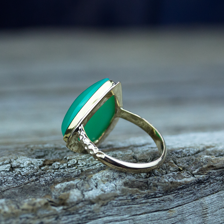 Chrysoprase Ring in 18k Gold